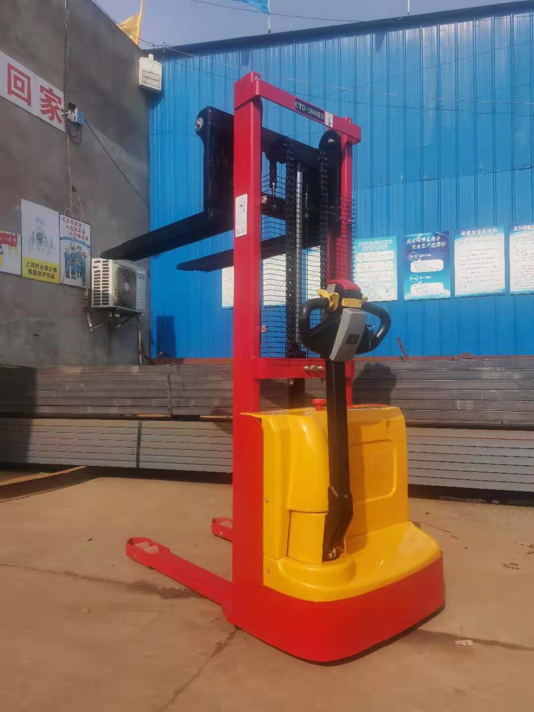 Electric walkie forklift stacker made in china2.jpg
