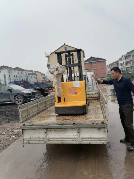 Electric walkie forklift stacker made in china16.jpg