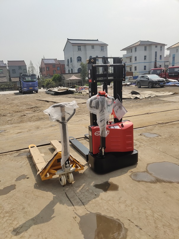 Electric walkie forklift stacker made in china24.jpg